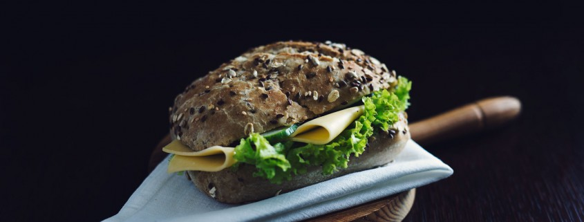 kanapka z sałatą i ogórkiem